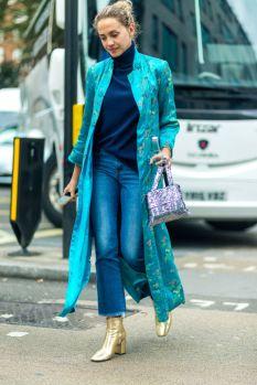 Glamorösa jeans med glansigt till.