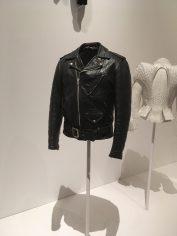 Irving Schotts Mc-jacka har sina rötter i 30-talet men blev mode genom filmer på 50-talet.