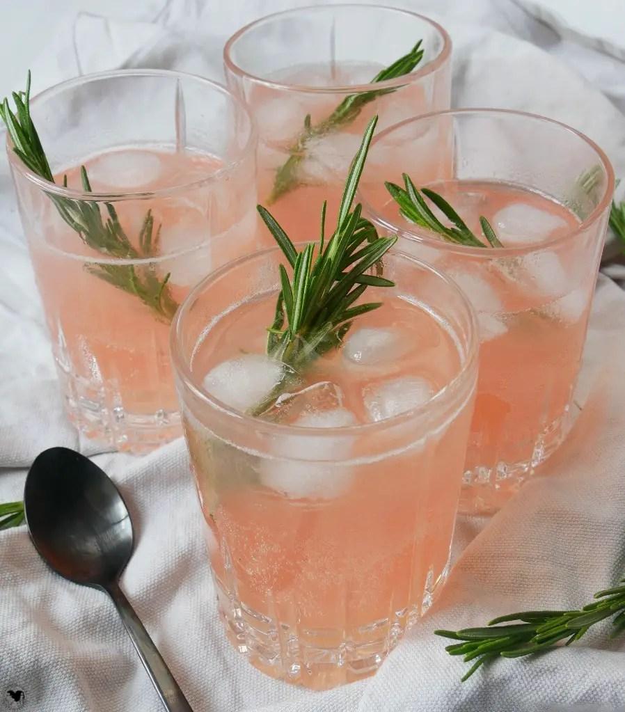 cocktail mit rhabarber