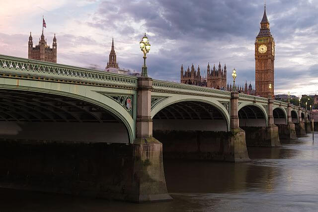 The truth behind the photo of the Muslim woman on Westminster Bridge