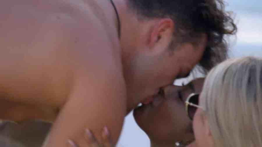 Curtis and Jourdan kiss