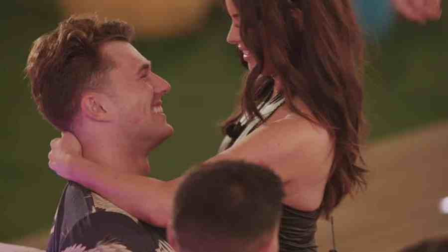Curtis and Maura during the challenge.