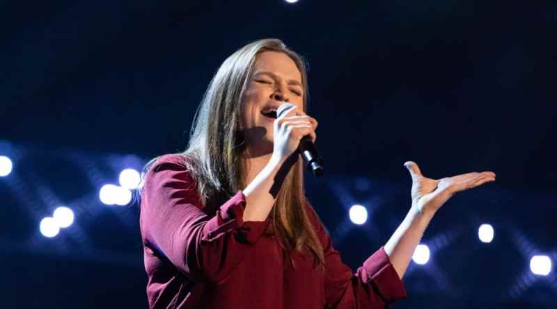 Lara Anstead performs.
