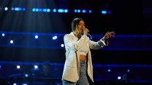 Stephanee Leal performs.