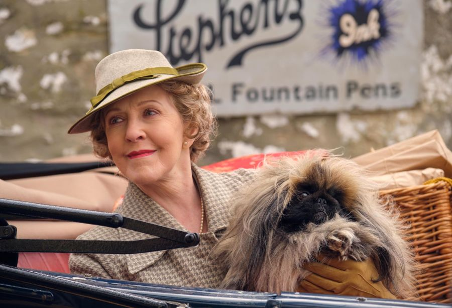 MRS PUMPHREY (PATRICIA HODGE)