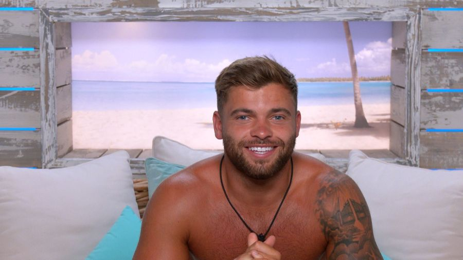 Jake speaks to Toby, Teddy and Tyler and says: 'I think itÕs maybe time to take the plunge and put a label on it.'