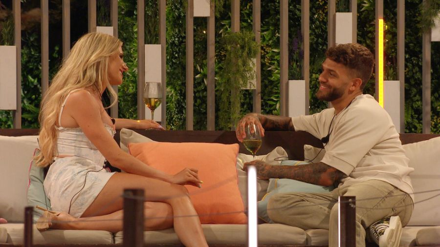 Chloe and Dale discuss their vibes.