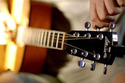 [Guitar Lesson] Cara Menyetem Gitar (Tuning)