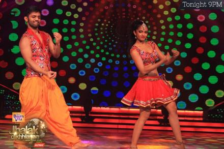 Rahul Vaidya in a bollywood dance Chingum Chabake