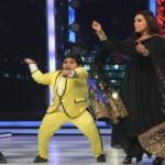 Akshat dances with Rani on Gangnam dance style