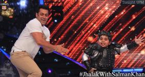 Salman and Akshat grooves on the Dhinka Chika song