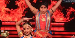 Akshat Chota Packet's elegant dance Kathak with Vaishnavi
