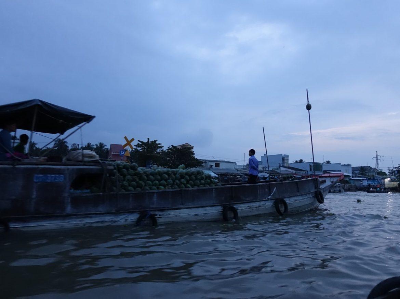 cómo ir al Delta del Mekong por libre: mercado flotante.