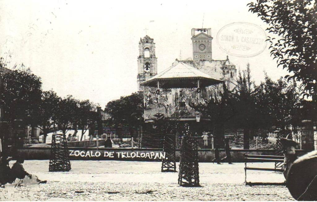 """Foto antigua del Zócalo de Teloloapan, Guerrero. Plaza cívica """"Eutimio Pinzón"""""""