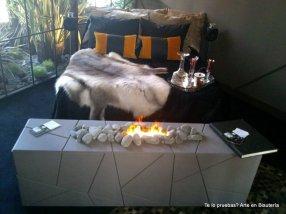 La primera habitación, de una gran calidez, y sobre todo nos demuestra que se puede poner una cama en un rincón y queda divina, y ese fuego tan real!!!