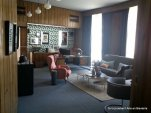 Despacho del embajador, con su genuino aire británico, única estancia con casi todo el mobiliario original de la embajada: