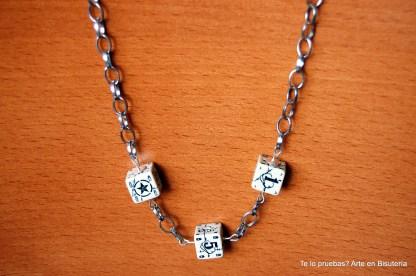 p.v.p 9 euros (más gastos de envío)Collar corto, con 3 dados, muy cañero! Así de sencillo, sin nada más, queda genial con un look de camuflaje ;-)