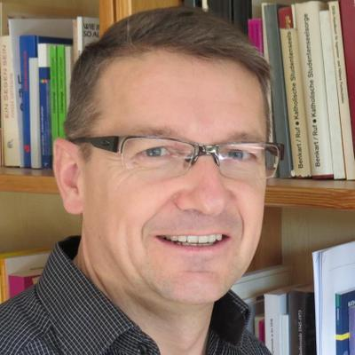 Dr. Lukas Rölli