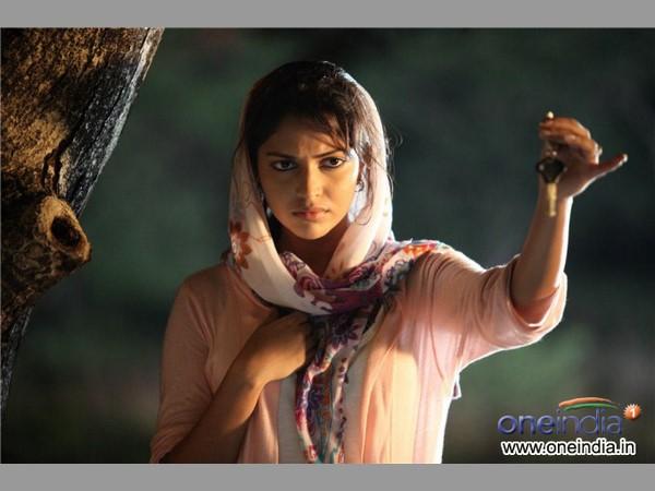 21 1492742561 blackmoney2 మోహన్లాల్ మీడియా గ్యారేజ్ ( బ్లాక్ మనీ మూవీ రివ్యూ ) | Malayalam super star Mohanlals thriller movie Black Money review