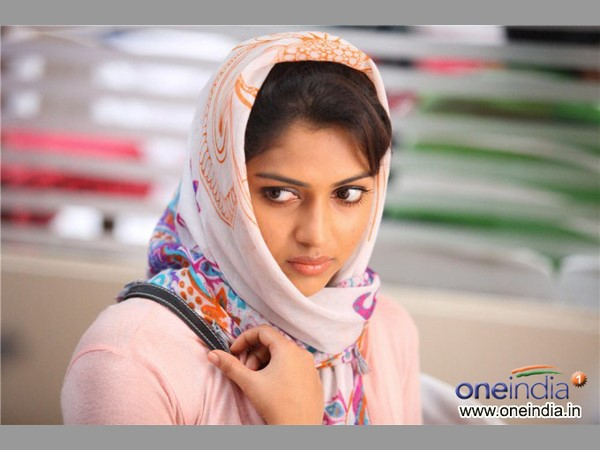 21 1492742612 blackmoney10 మోహన్లాల్ మీడియా గ్యారేజ్ ( బ్లాక్ మనీ మూవీ రివ్యూ ) | Malayalam super star Mohanlals thriller movie Black Money review
