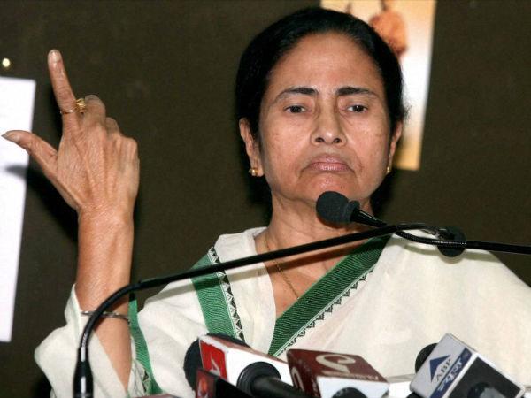 05 1493970415 mamata banerjee 18 1460989390 బీజేపీతో టీఎంసీ రహస్య భేటీలు: రైటర్స్ బిల్డింగ్స్లో పాగా లక్ష్యం   Why Are Some TMC Ministers Making Secret Trips to Lucknow?