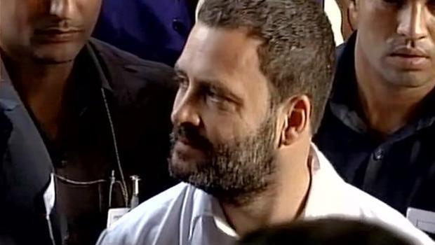 rahul gandhi wait atm mission for money purpose