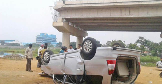 Car Falls-Off From An Unfinished Bridge – 3 Dead