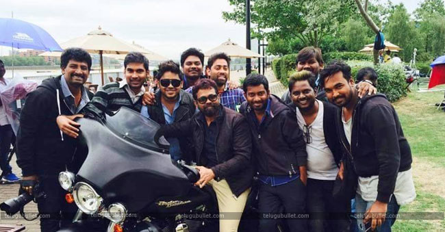 Sukumar For His Assistant Writers @4