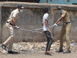 lathi charge against the protesting migrant workers