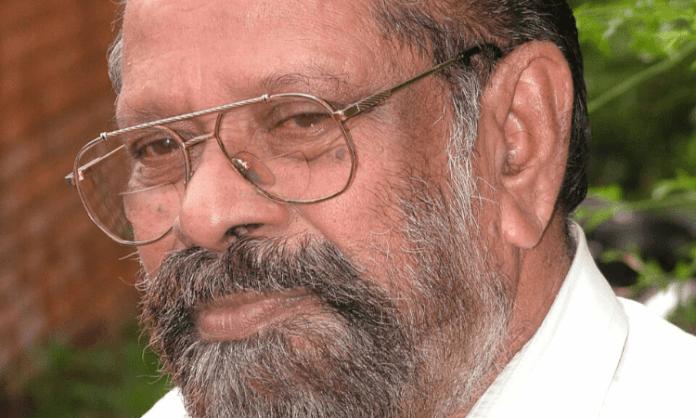 AIADMK leader 'kicks' TN policeman, DMK MLA protests wrong identification