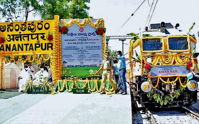 Andhra's second Kisan Rail chugs off for Delhi with tomatoes, fruits