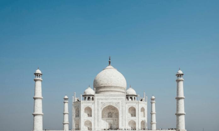 Agra Mayor seeks removal of cap on number of visitors to Taj