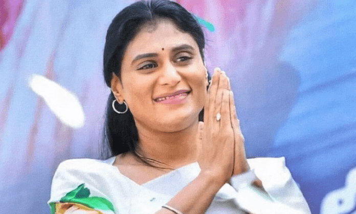 Sharmila leaves for Khammam to unveil political plans