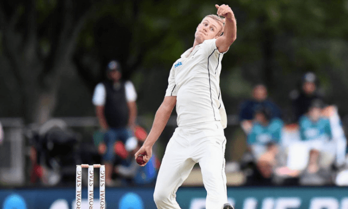 Jamieson chills out on rainy day as Indian fans hurl abuses at him