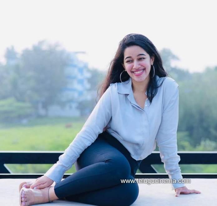 Mirnalini Ravi is in a happy mood