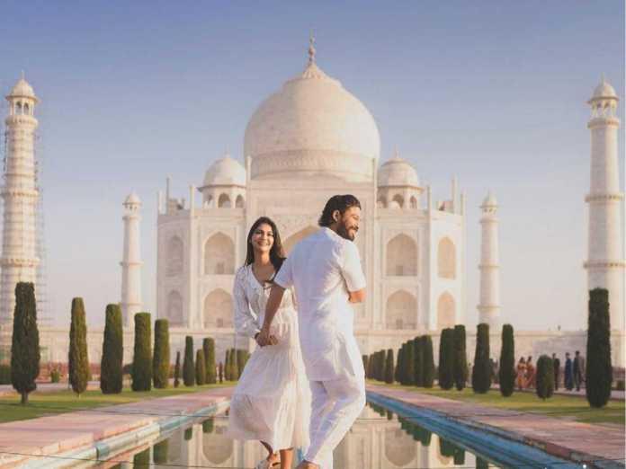 Allu Arjun and his wife Sneha at Taj Mahal