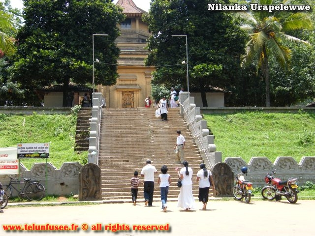 nilanka-urapelewwe-blog-voyage-sri-lanka-kelaniya-temple-travel-blog-telunfusee-1