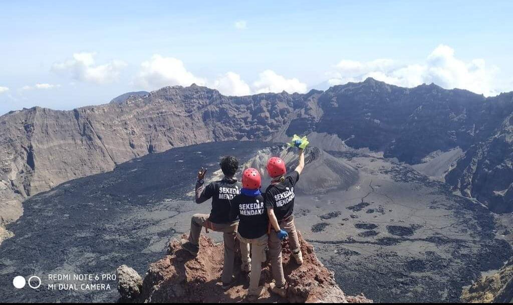 Mendaki Gunung Raung
