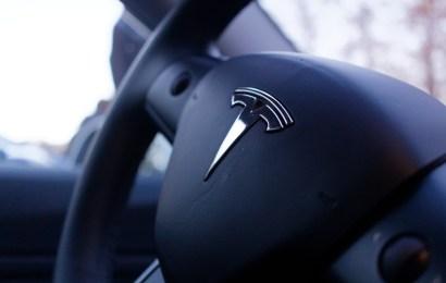 Kontaktlose Tesla Auslieferung