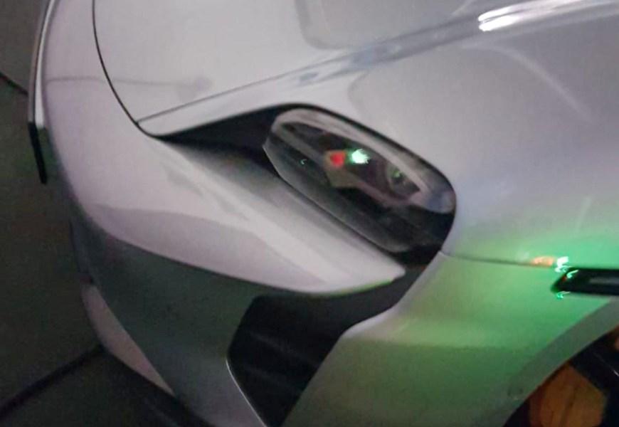 Model S von 2013 überholt 5  Porsche Taycan