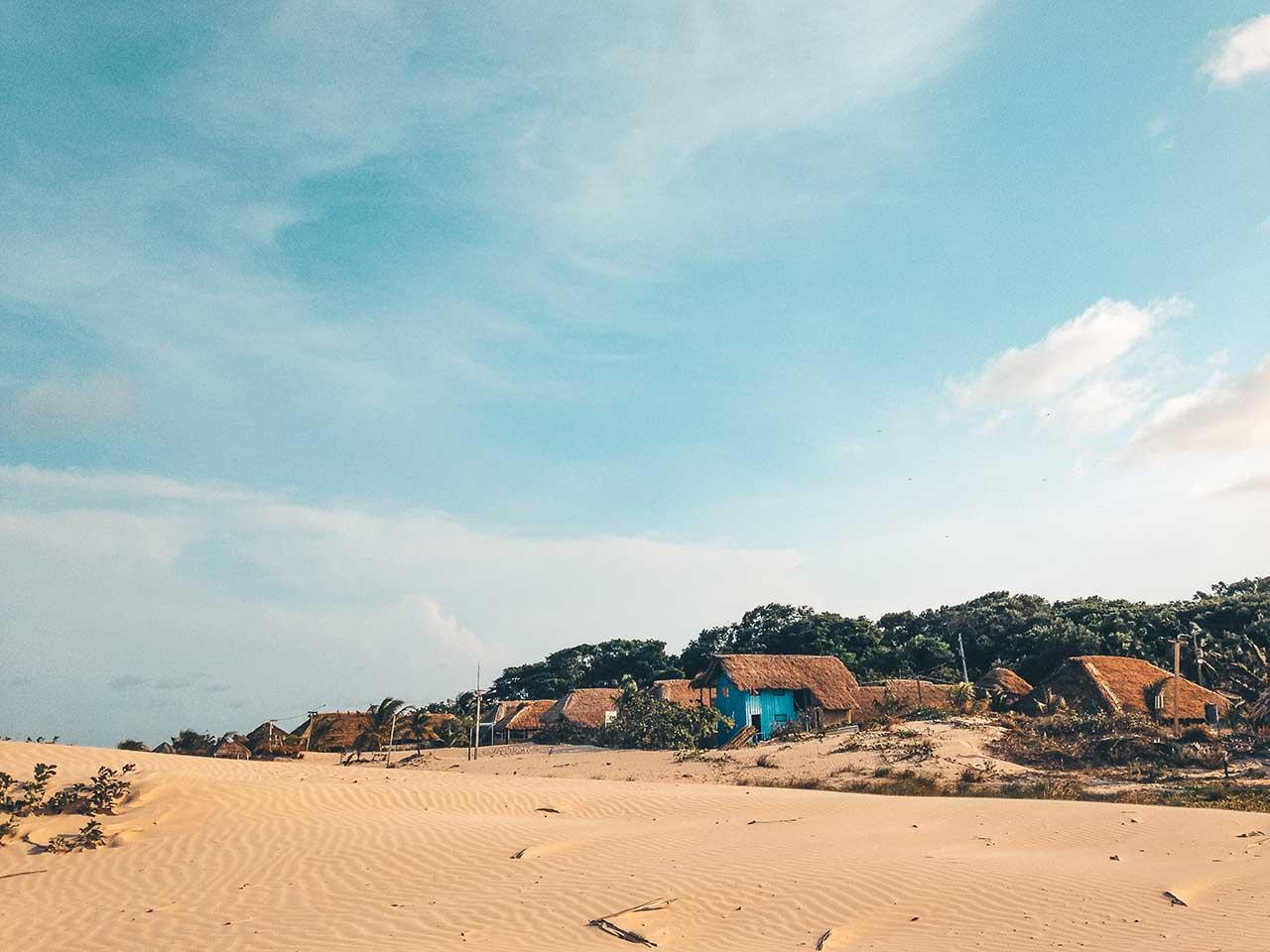 Extensa faixa de areia da praia do pesqueiro