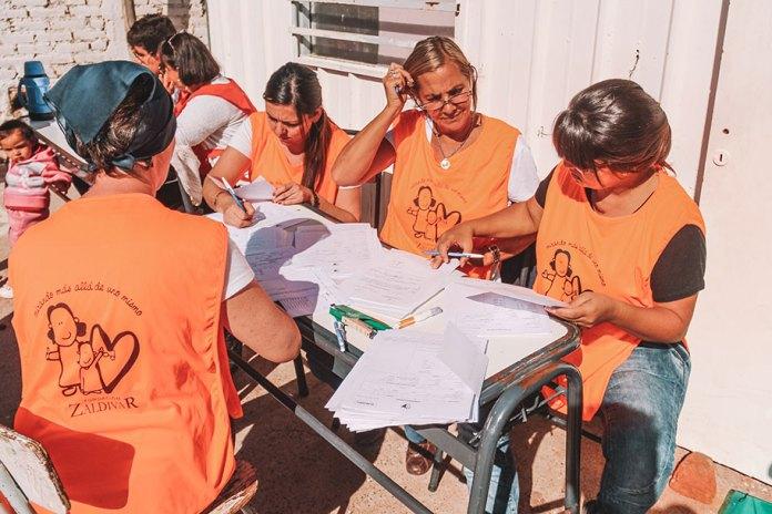 Ajudando no mutirão da saúde organizado pela Fundação Zaldivar e Instituto Ronald McDonald's no interior da Argentina.