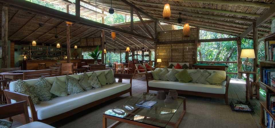 área de convivência do Anavilhanas Lodge, sustentabilidade em meio a floresta