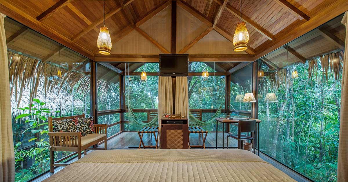 Janelas do chão ao teto são um dos diferenciais do Anavilhanas Lodge
