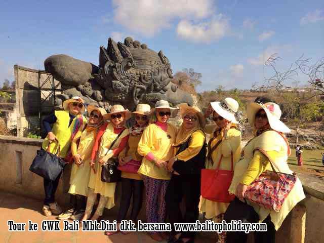 Tips Liburan ke Bali : Sewa Mobil atau Paket Tour ?