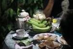 Teko dan cangkir kopi serta beberapa makanan kecil (dok. temansetaman)
