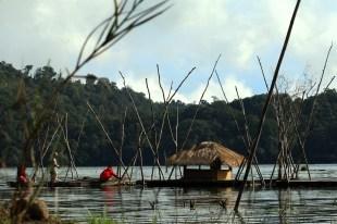 Nelayan setempat (dok. temansetaman)