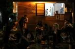 Film Senyap - Pengunjung di depan kantin Taman Baca (dok. temansetaman)
