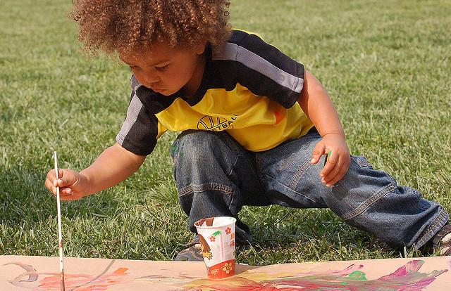 bakat anak berkarya seperti seniman