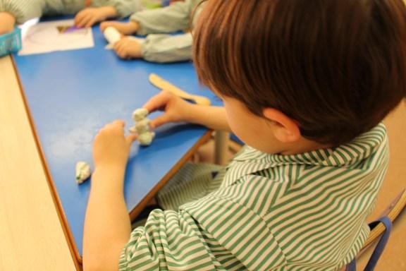 Acciones legales a un centro público por obligar a alumnos , tanto de Educación Infantil como de Primaria, a asistir a charlas, de carácter sexual.